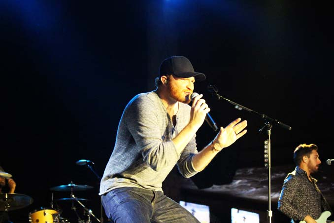 Eric Paslay Singing on Stage