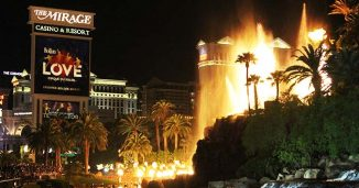 The Mirage Volcano Show from the Las Vegas Strip Sidewalk